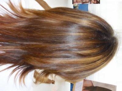 Couleur de cheveux chocolat avec des meches