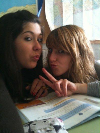 Aquí estoy con mi amiga María <3   Deja tu comentario, por favor