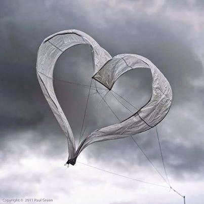 Quand on aime, l'âme danse dans les yeux. - Eunape -