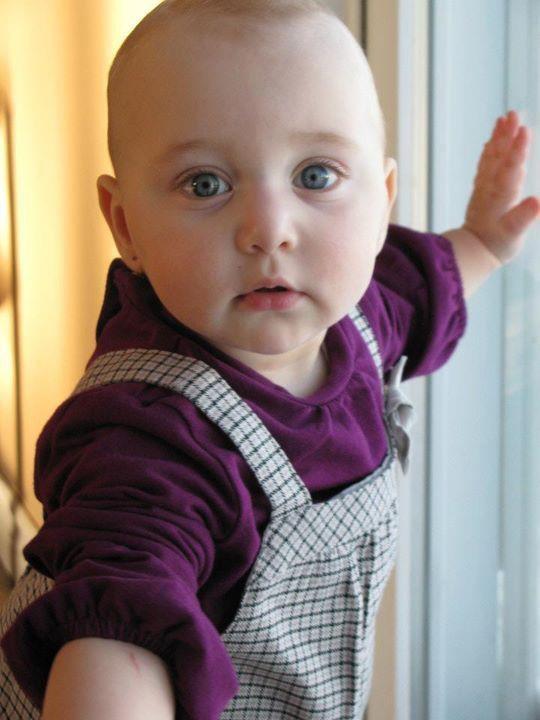 voici ma petite fille fille rose-mary deja 1 an