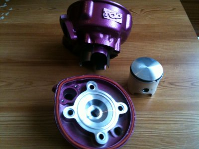 Nouveau kit 70 top perf rose DUE PLUS de maxi scoot (207¤)