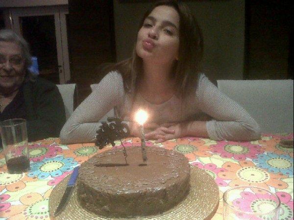 Brenda à son anniversaire qui fête ses 20 ans
