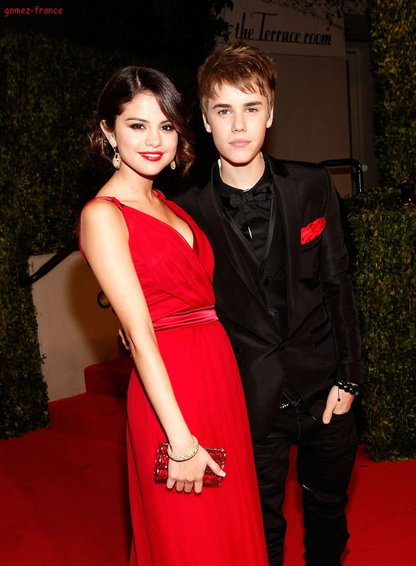 Après l'officialisation de leur couple, certains d'entre vous étaient ravis de la nouvelle, d'autres beaucoup moins. Pour ceux-là, réjouissez-vous car il semblerait que le couple Justin Bieber / Selena soit bel et bien finiSelena Gomez tenait toujours à ses ex copains, il semblerait que ce soit la même pour Justin Bieber. Selon un journal people américain, Le couple aurait décidé de se séparer. Ce serait même Selena qui l'aurait lâché car il était trop souvent avec ses exs au téléphone. Un proche de Selena se confie « Elle a parlé à Justin et au début il a nié la chose mais après il s'est expliqué. Elle lui a dit que leur romance était terminée mais qu'elle comptait rester son amie. » Pensez-vous que c'est une rumeur de plus ou que c'est officieusement terminé entre les deux tourtereaux ?