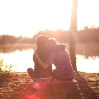 ~ S'il te plait ne pars pas, reste ici. Avec des larmes dans les yeux, je t'ai regardé t'en aller. Ta voix me manque, le contact de ta peau me manque. Et si je te disais que je t'aimais, serait-ce suffisant ?