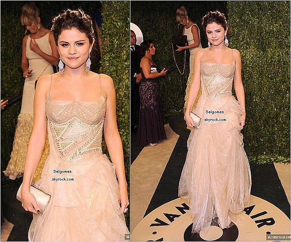 Selgomes 24/02/13 : Selena était présente au Vanity Fair Oscar Party à Los Angeles. Selgomes