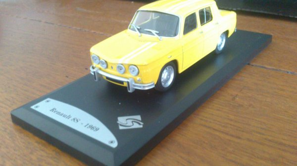 Renault 8s 1/43 solido