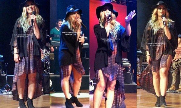 5.08.2012 : Demi a donné un concert à Highland Park à Illinois