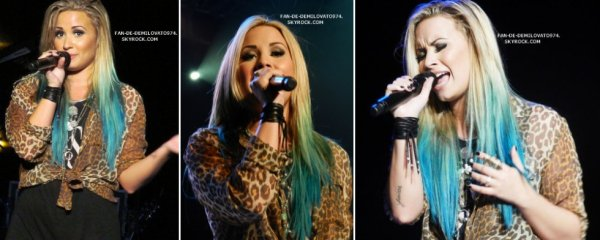 """Demi Poursuit son Summer Tour 2012. Cette fois-ci c'est à """" Illinois State Fair Grandstand """" à Springfields"""