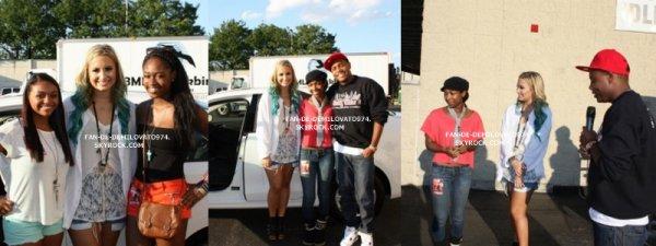 Demi a assisté à un concours promotionnel commandité par la radio Q102 Philly le 12 Août !