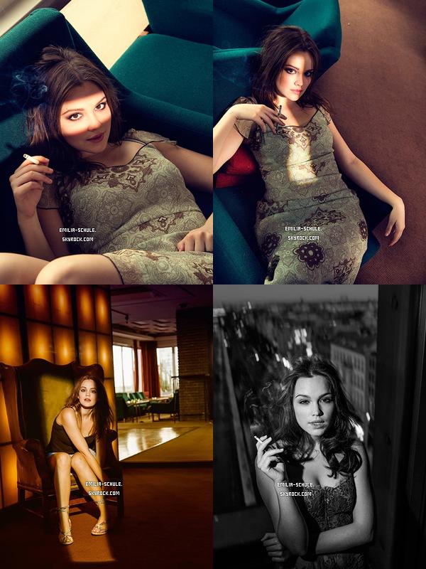 Découvrez de nouvelles photos d'Emilia posté sur son compte Facebook :