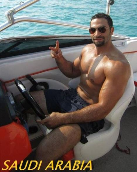 Handsome and powerful male from Saudi Arabia... Beau et puissant Homme d'Arabie Saoudite...