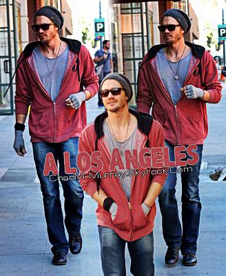 • Candids ►  Le 04 Février 2011 - Chad Dans Les Rues De Los Angeles