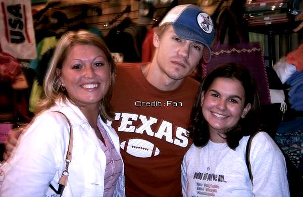 • Photos Avec Les Fans ►  Le 05 Mai 2004 - Avec des fans