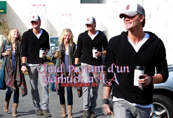 • Candids ►  Le 25 Octobre 2010 - De sortie à L.A Pour Un Starbucks