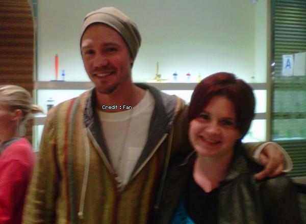 • Photos Avec Les Fans ►  Le 17 Mai 2011 - A Pinkberry avec Kenzie