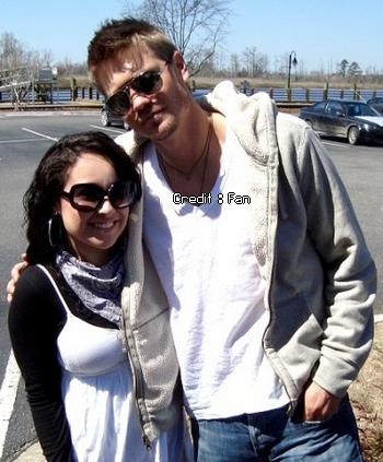 • Photos Avec Les Fans ►  Le 05 Avril 2009 - Chad & Une Fan