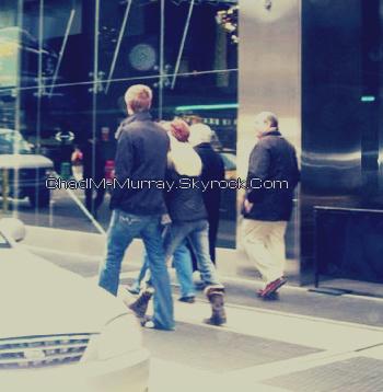 • Fan Photo ►  Le 28 Mars 2006 - Dans la rue avec Kenzie