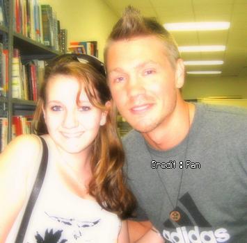 •Photos Avec Les Fans ►  Le 23 Avril 2008 - Avec Une Fan