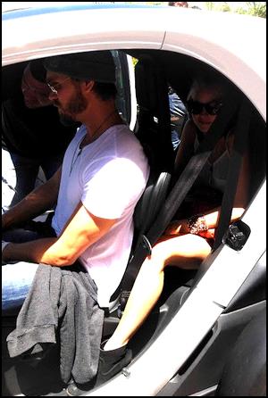 • Photos Perso ►  Le 22 Juin 2012 - Dans une voiture avec Kenzie