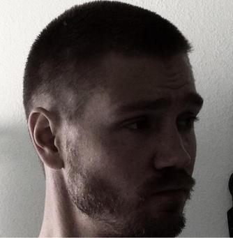 • Twitter ►  Le 20 Septembre 2012 - Chad s'est coupé les cheveux