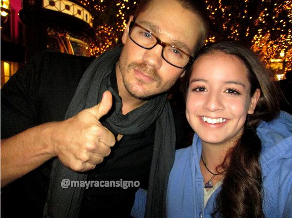 • Twitter ►  Le 08 Décembre 2012 - Chad avec une fan