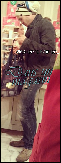 • Photo De Fan ►  Le 21 Décembre 2012 - Dans Un Magasin