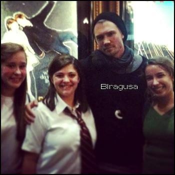 • Photos Avec Les Fans ►  Posté le 03 Janvier 2013 - Avec des fans