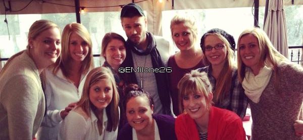 • Photos Avec Les Fans ►  Le 19 Janvier 2013 - Au Restaurant Tin Lizzy's