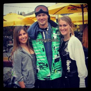 • Photo Avec Les Fans ►  Le 04 Avril 2012 - Avec Des Fans Au Ski