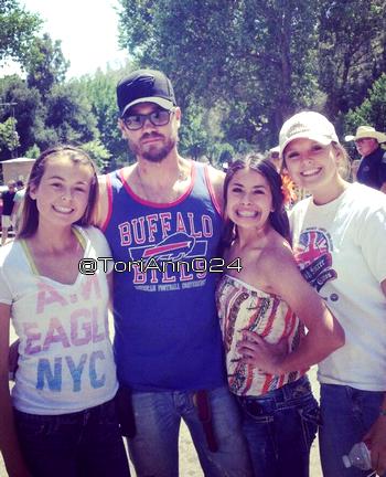 • Fan Photos ►  Le 06 Mai 2013 - Chad avec des fans