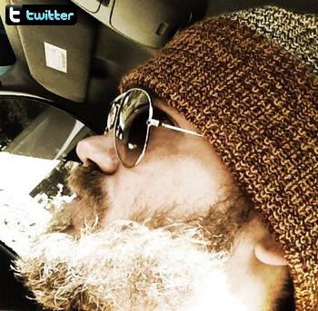 • Twitter ►  Le 25 Mai 2013 - Dans la voiture