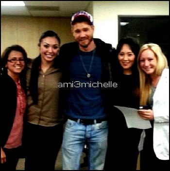 • Photos Avec Les Fans ►  Le 25 Octobre 2013 - Avec Des Fans Au Cedars Sinai