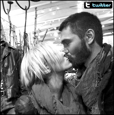• Twitter ►  Le 29 Octobre 2013 - Chad Est Amoureux de Nicky