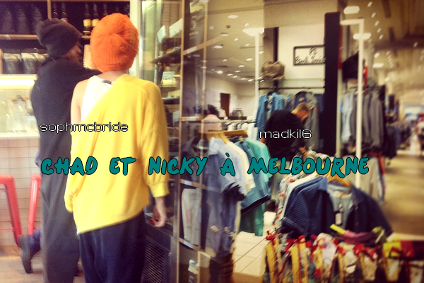 • Photo De Fans ►  Le 05 Novembre 2013 - Chad Dans Un Magasin Avec Nicky