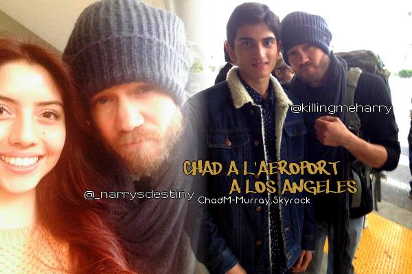 • Photos Avec Les Fans ►  Le 20 Novembre 2013 - Chad Et Des Fans A L'Aéroport
