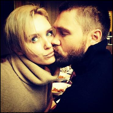 • Instagram ►  Le 16 Décembre 2013 - Nicky Poste Une Photo Avec Chad