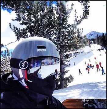 • Instagram + Photos Avec Les Fans ►  Le 07 Mars 2014 - Chad au Ski et au Restaurant