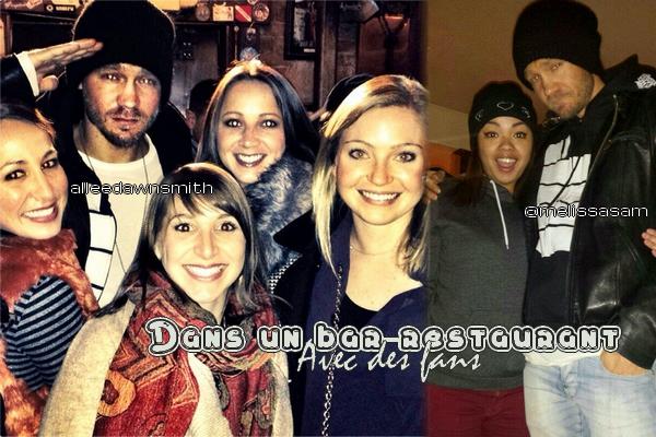 • Photos Avec Les Fans ►  Le 08 Mars 2014 - Dans Un Bar-Restaurant