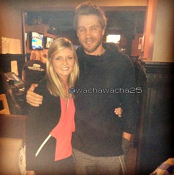 • Photos Avec Les Fans ►  Le 31 Mars 2014 - Dans Un Bar De Buffalo
