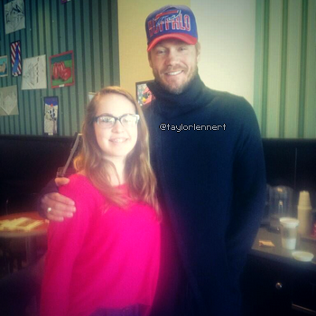 • Photos Avec Les Fans ►  Le 30 Mars 2014 - Avec Une Fan A Clarence
