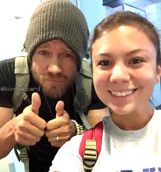 • Photos Avec Les Fans ►  Le 10 Août 2015 - Chad A L'Aéroport Photos Avec Les Fans