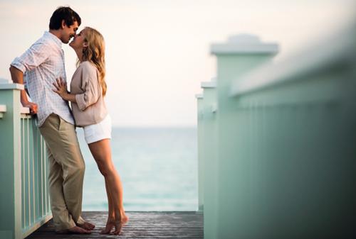 « Le hasard, c'est ce qui détermine les grandes histoires d'amour. »  L'amour c'est mieux à deux