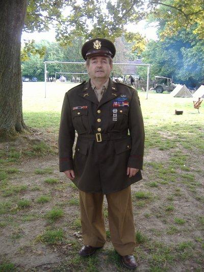 Voici le major avec le costume d'officier major , un camarade très sympas que j'ai rencontré à la reconstitution de 2010
