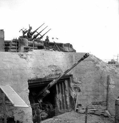 Sword, ancien bunker Allemand utilisé en D.C.A par les Canadiens