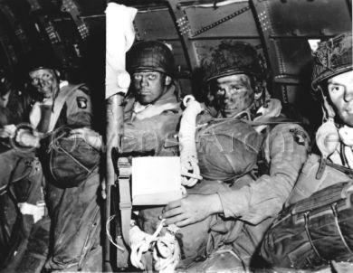101e Aéroporté dans un  C-47, le Jour J
