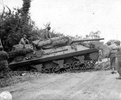 ST Jean de Dayes, soldats de la 30th Id et Sherman M 10 Tank destroyer