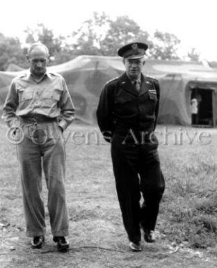 Général Eisenhower avec le champ H.Q du général Montgomery. Normandie