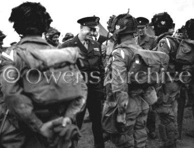 Général Eisenhower avec les troupes de 101e Aéroporté