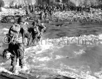 Les rangers US débarquent à Omaha Beach