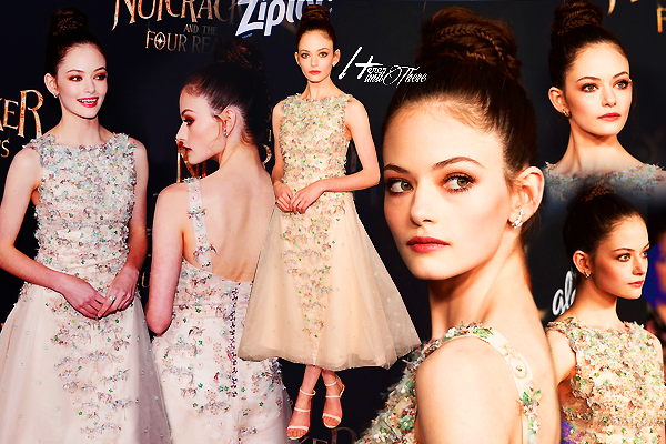 People Event - The Nutcracker and the Four Realms Premieres Mackenzie Foy - Keira Knightley